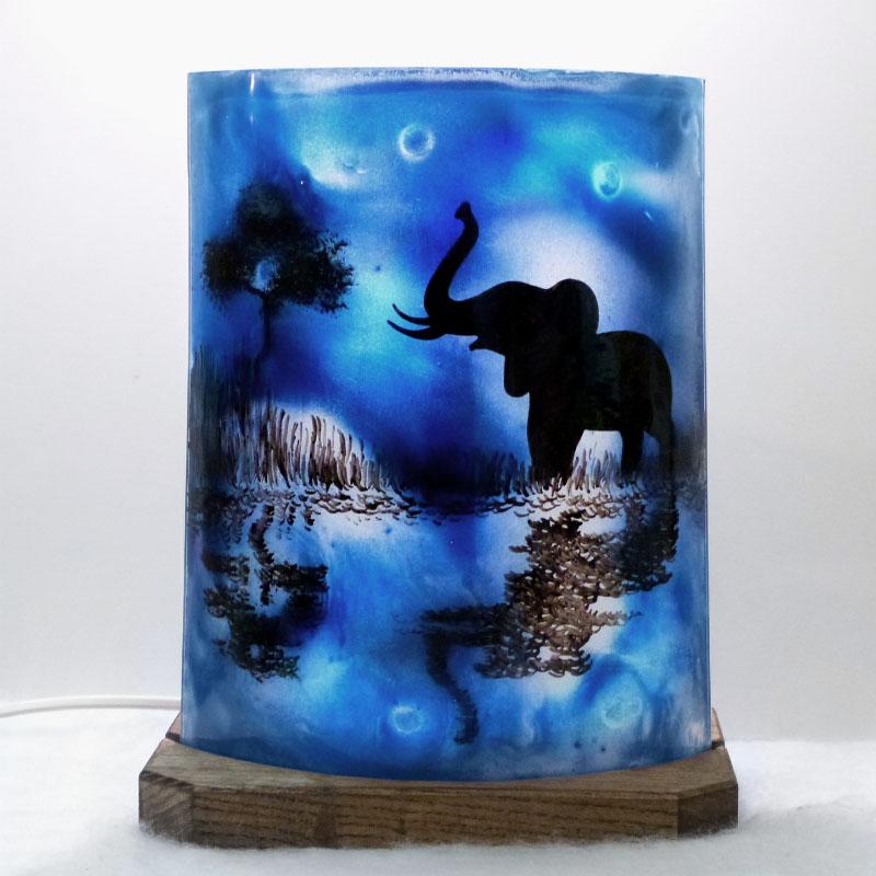 Lampe décorative bleu motif éléphant au bord de l'eau