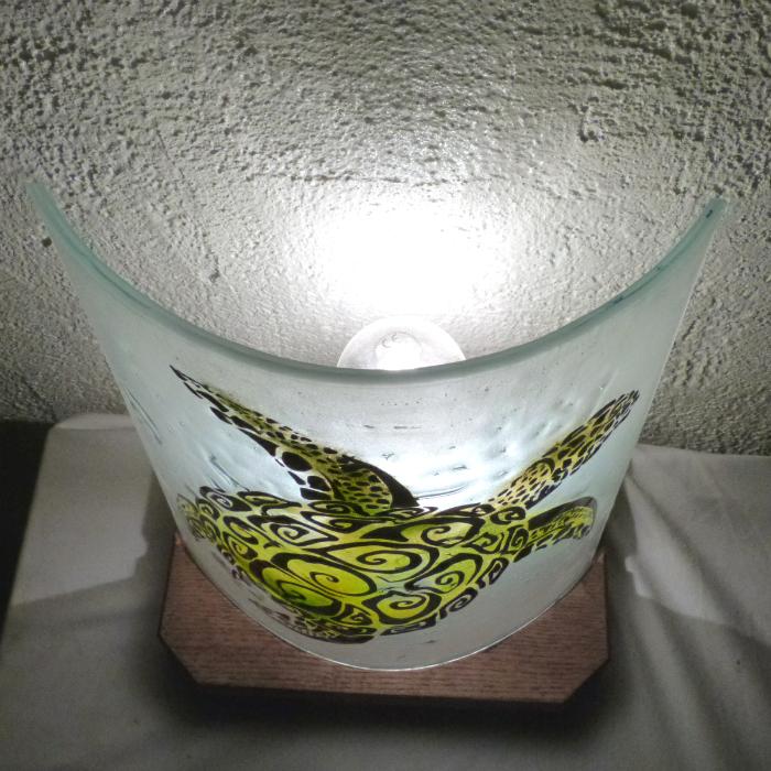 Lampe demi cylindre tortue spirale verte 2