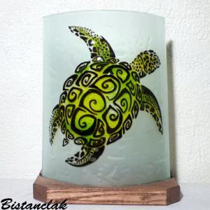 Lampe à poser artisanale au dessin d'une tortue verte stylisée