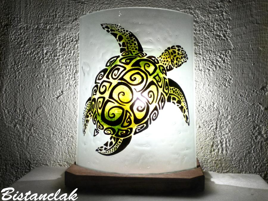 Lampe d'ambiance motif tortue verte; création artisanale française