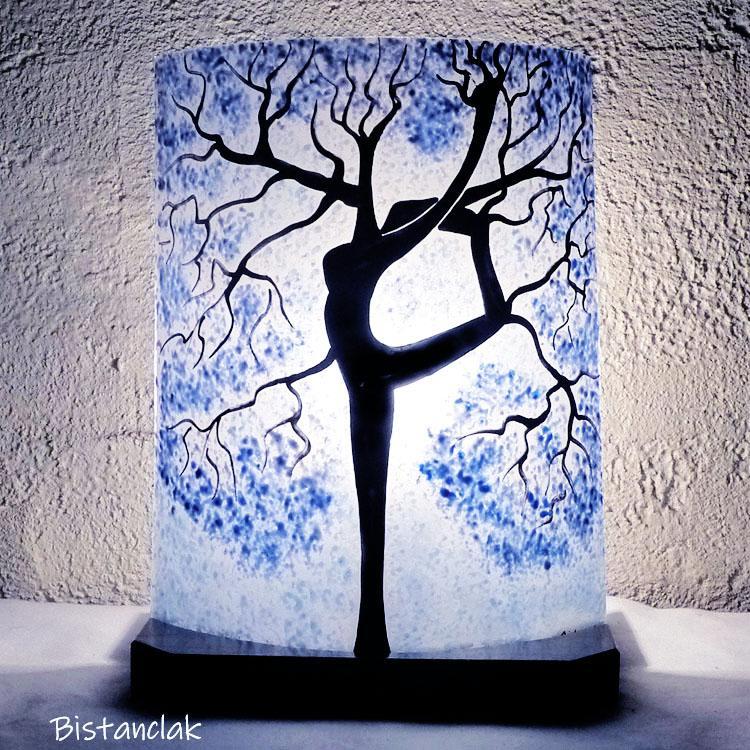 Lampe motif arbre danseuse bleu clair et bleu cobalt vendue en ligne 1