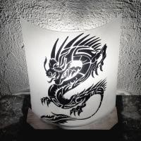 Lampe noire et blanche motif dragon