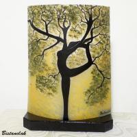 Lampe originale motif arbre danseuse en verre vendue en ligne