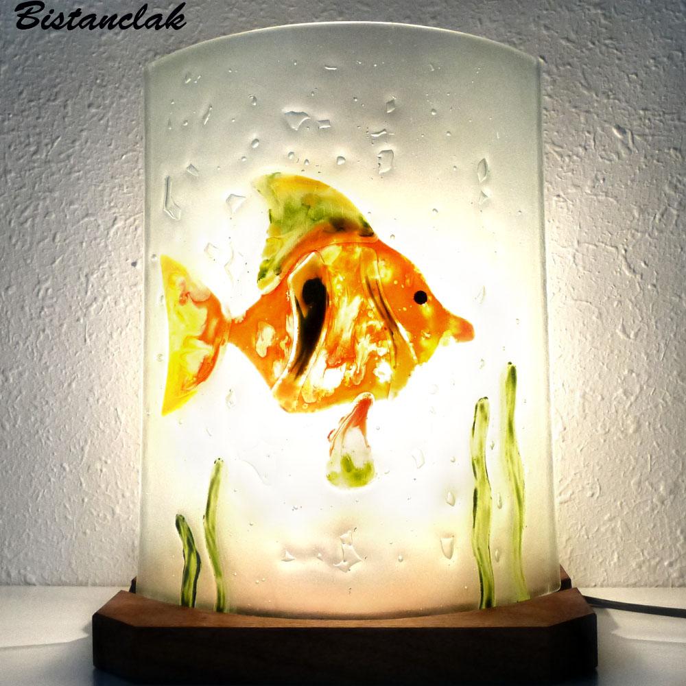 Vente en ligne de la lampe d'ambiance motif poisson en relief orange, jaune et vert; création artisanale française