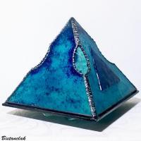 Lampe pyramide en verre vendue en ligne