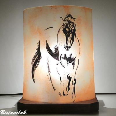 Lampe décorative à poser sable orangé motif Le cheval de De Vinci