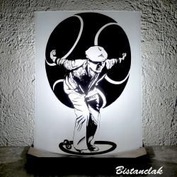 Lampe décorative sur mesure au motif d'un joueur de boule