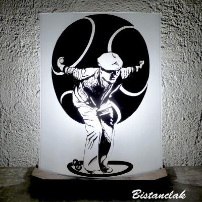 Lampe sur socle motif joueur de pétanque