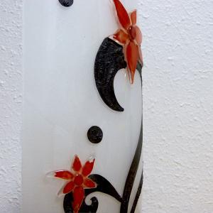 Lampe sur socle fleurs etranges detail