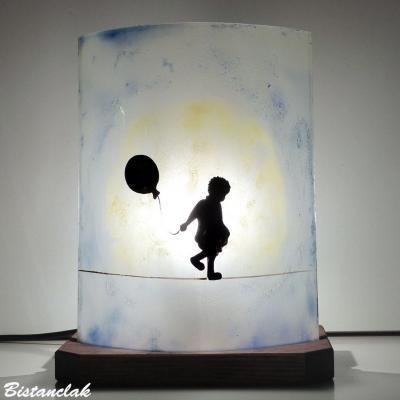 Lampe demi-cylindre motif la petite fille au ballon et la lune