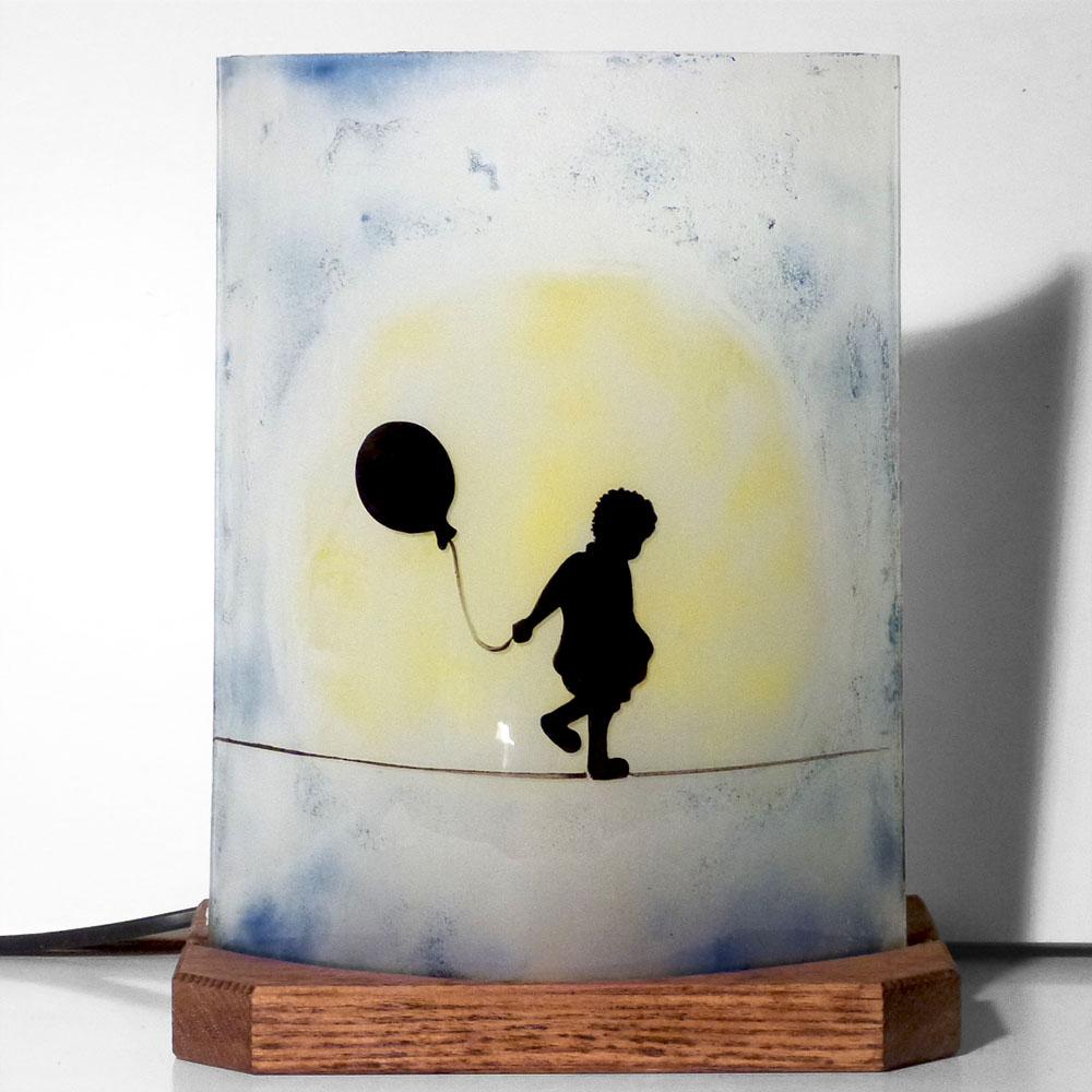Lampe sur socle petite fille au ballon