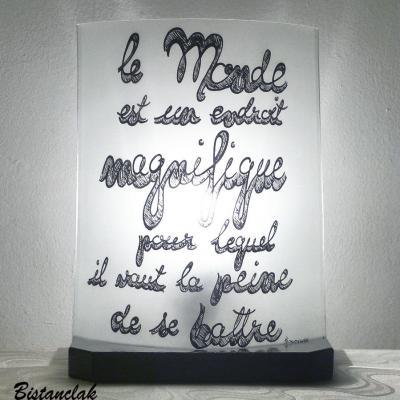 lampe avec texte d'hemingway