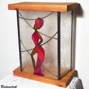 Lampe vitrail femme en rouge
