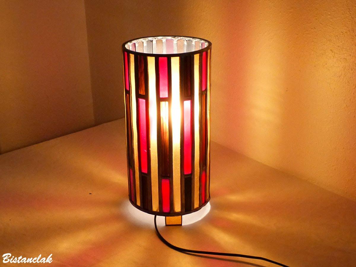 Lampe vitrail forme cylindre rouge ambre et brun 3