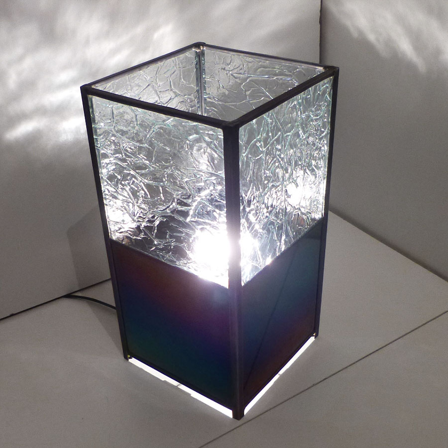 Lampe vitrail iridescent et froisse incolore