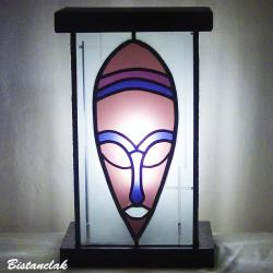 lampe vitrail masque africain rose lie-de-vin, violet et blanc