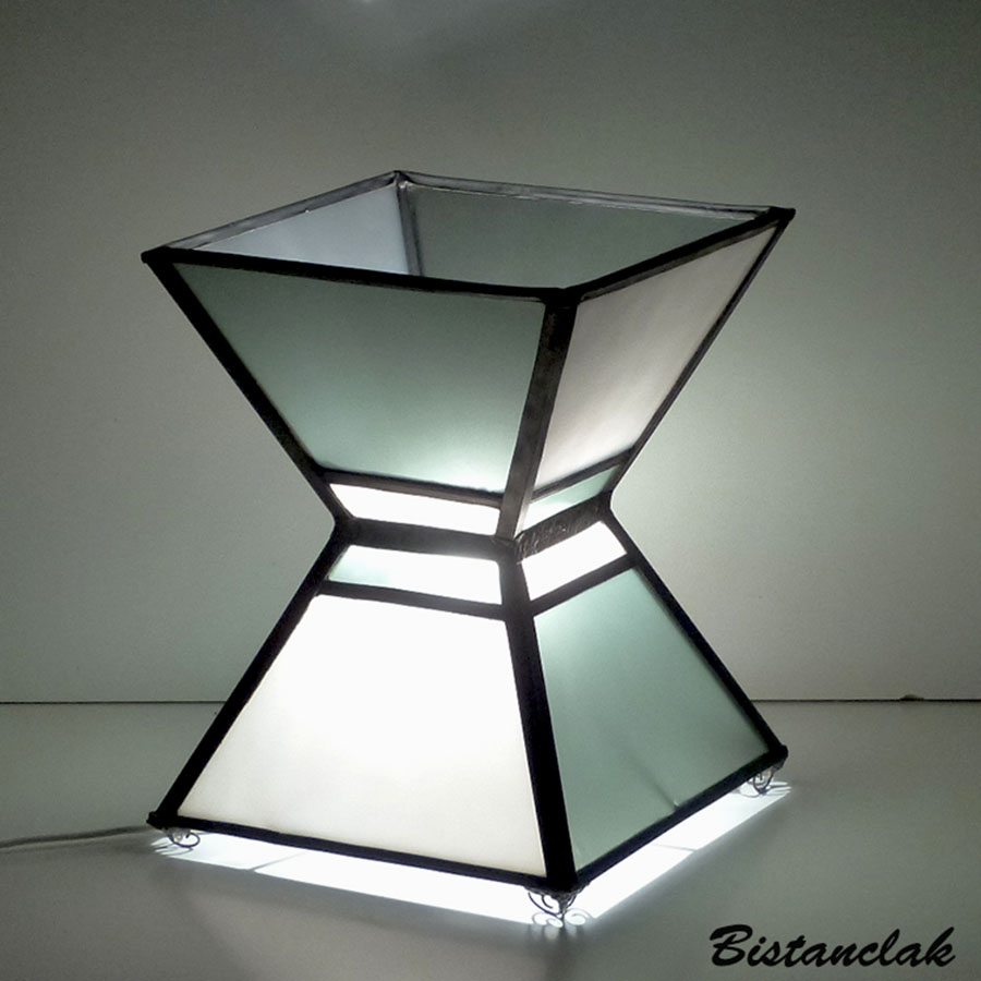 Lampe vitrail sablier noir et blanc