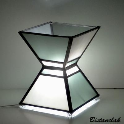 Lampe vitrail forme sablier gris acier et blanc