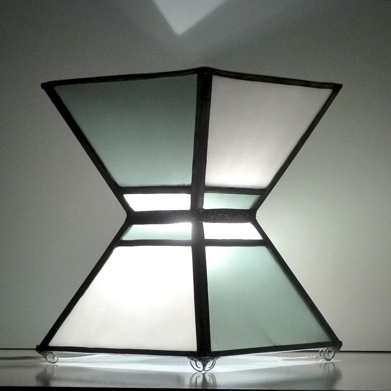 Lampe vitrail sablier noir et blanc 4
