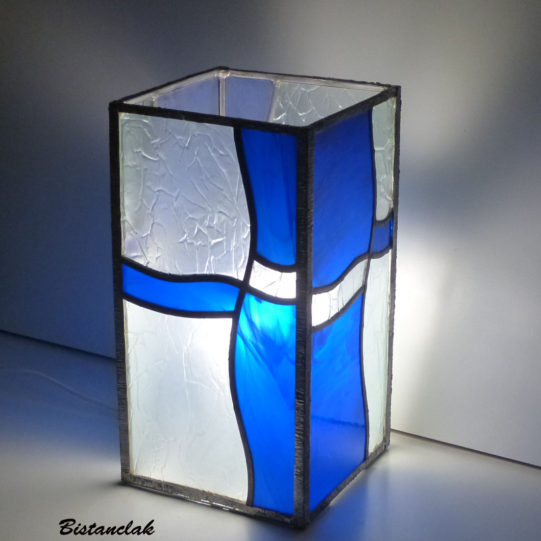 lampe vitrail rectangle bleu et incolore design vague