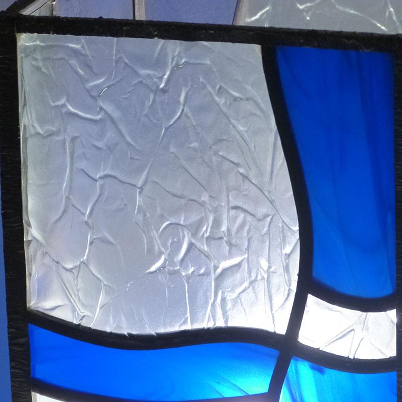 Lampe vitrail vague bleu detail