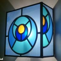 Lumiaire mural vitrail bleu motif cercle dans le cercle