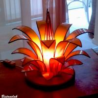 Lampe vitrail fleur jaune orngé