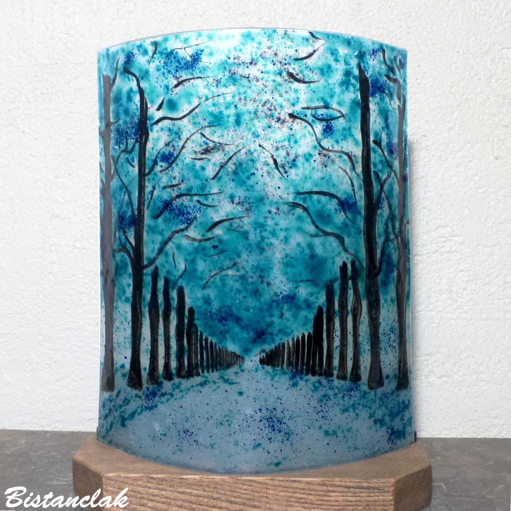 Luminaire a poser bleu turquoise motif allee bordee d arbres vendu en ligne sur notre site