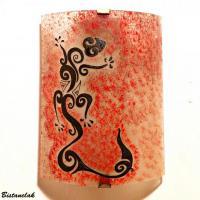 Luminaire applique artisanale rouge motif lezard