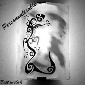 Luminaire applique demi cylindre decorative blanche et bleu motif lezard stylise 2 1
