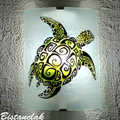 Applique murale motif tortue verte décorée de spirales