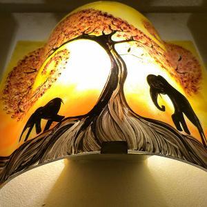 Luminaire applique murale artisanale jaune orange motif la marche de elephants sous l arbre rouge 1