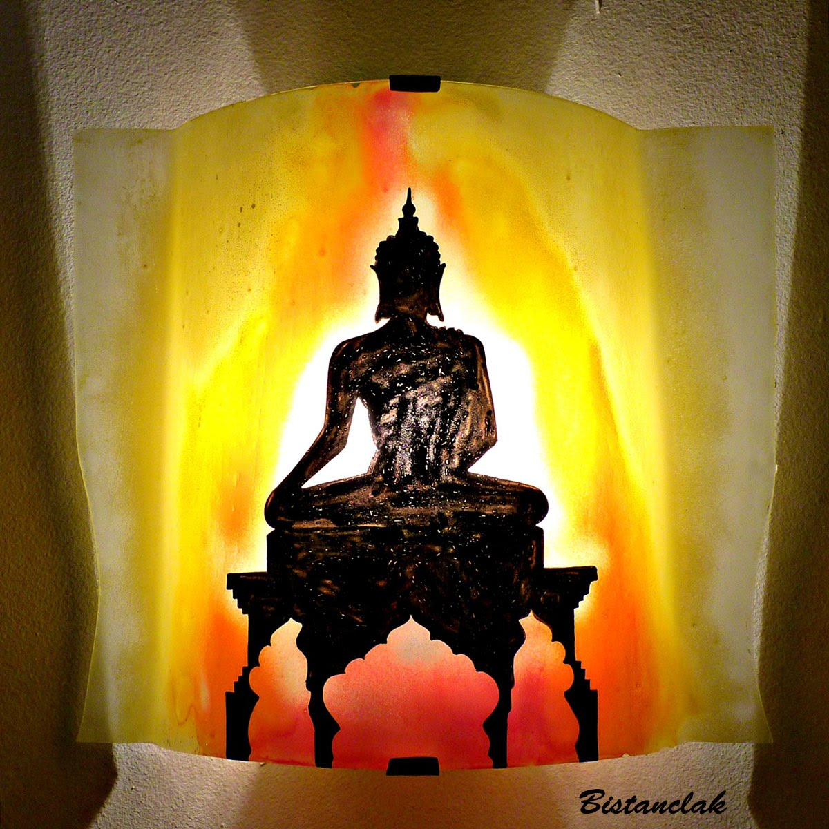Luminaire applique murale artisanale jaune orange rouge motif statue de bouddha 1