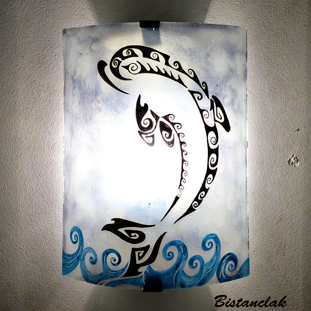 Luminaire applique motif dauphin stylise
