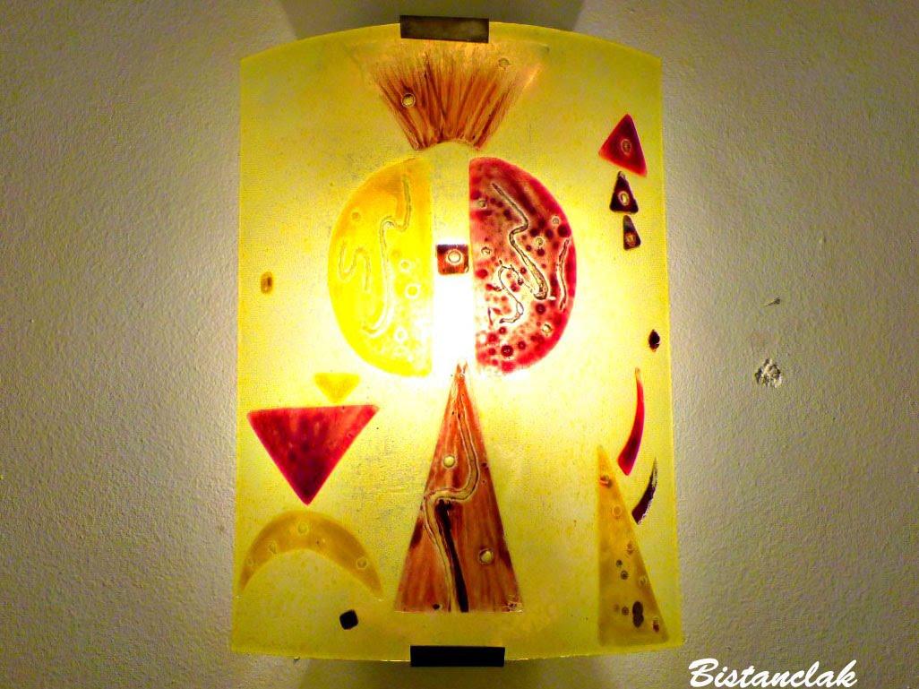 Luminaire applique murale jaune et rouge fonce design geometrique inspiration kandinsky 5