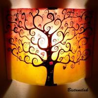 Luminaire applique décorative en couleur dégradé du jaune au rouge motif arbre de vie