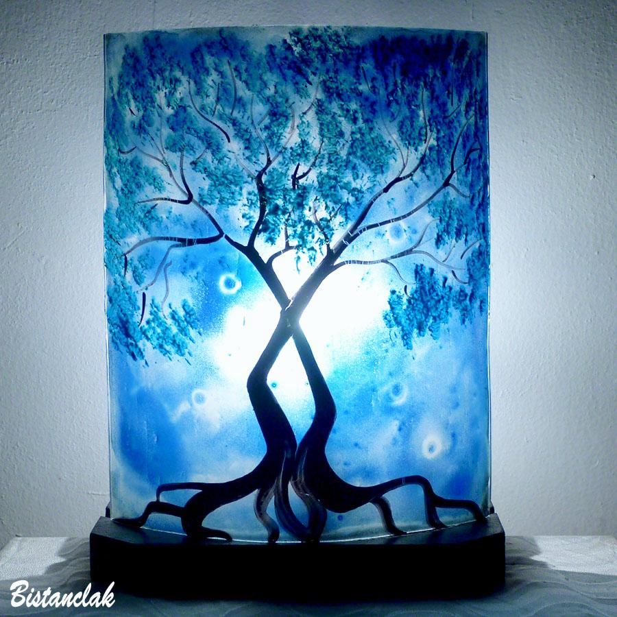 Lampe bleu au dessin d un arbre au feuillage bleu cyan