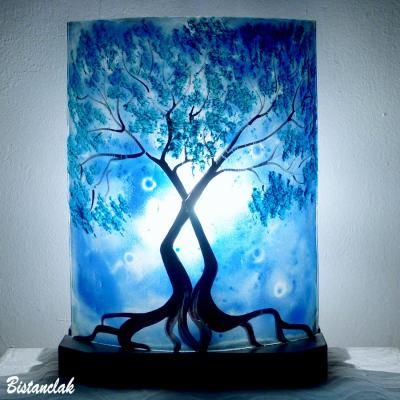 Luminaire d ambiance bleu au dessin d un arbre au feuillage bleu cyan