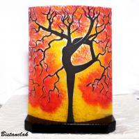 Luminaire d ambiance jaune et rouge motif arbre danseuse