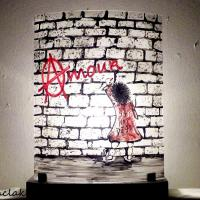 Luminaire d ambiance street art amour is not dead
