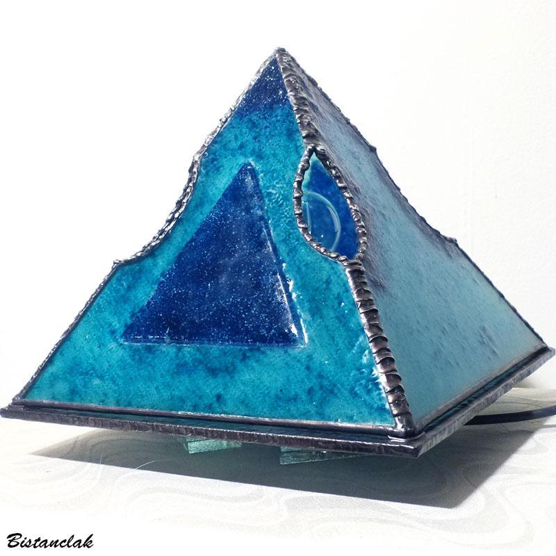 Luminaire pyramide bleu creation artisanale