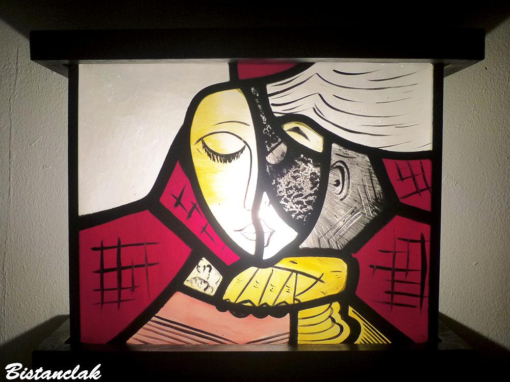 Luminaire vitrail la liseuse jaune et rouge