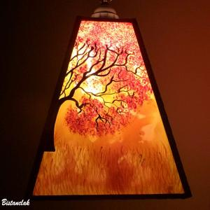 Lustre suspension forme trapeze de couleur jaune orange rouge motif arbre et elephant 4