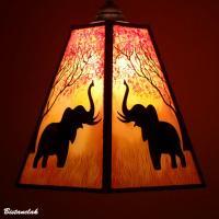 Lustre suspension forme trapeze de couleur jaune orange rouge motif arbre et elephant 6