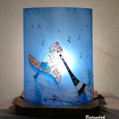 Lampe demi-cylindre bleu au motif d'un lutin joueur de didjeridoo