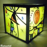 Lampe vitrail cube multicolore motif Miro