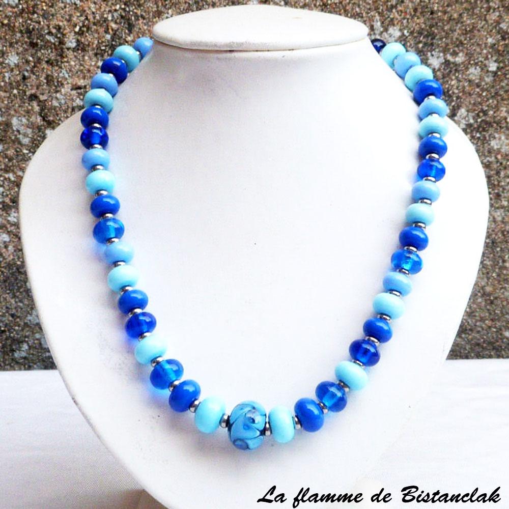 Vente en ligne du collier de créateur perles de verre bleu ciel, lapi, bleu moyen et pervenche collection fleur en spirale