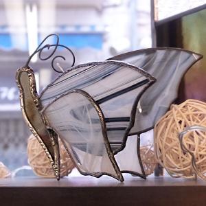 Papillon vitrail tiffany debout noir et blanc