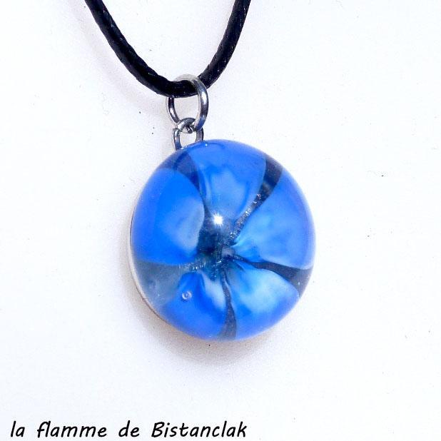 Pendentif cabochon fleur bleu en verre file