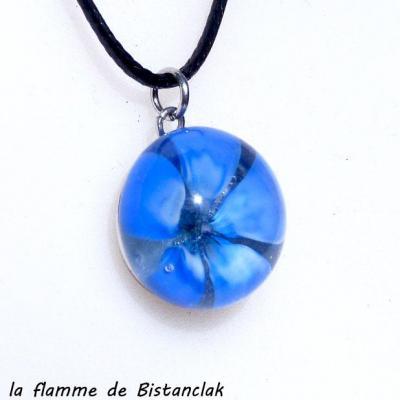 Collier cabochon en verre filé fleur bleu